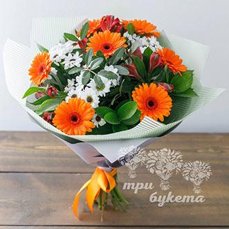 Букет из гербер и белых хризантем